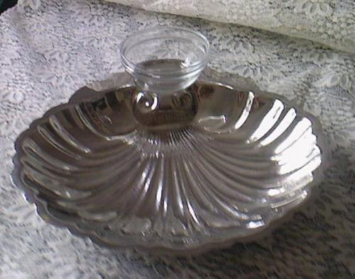 silver plated 39 english silver mfg corp usa 39 silverplated serving bowl was sold for on. Black Bedroom Furniture Sets. Home Design Ideas