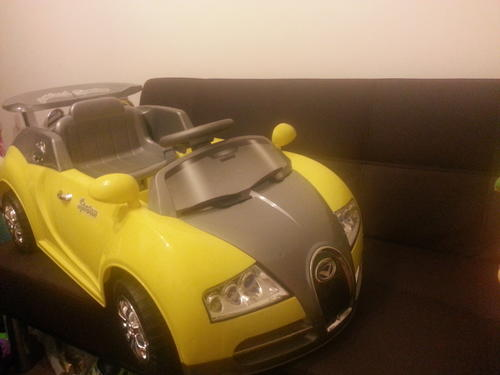 cars bugatti veyron look alike 6v battery operated bonus remote for parents was sold for. Black Bedroom Furniture Sets. Home Design Ideas