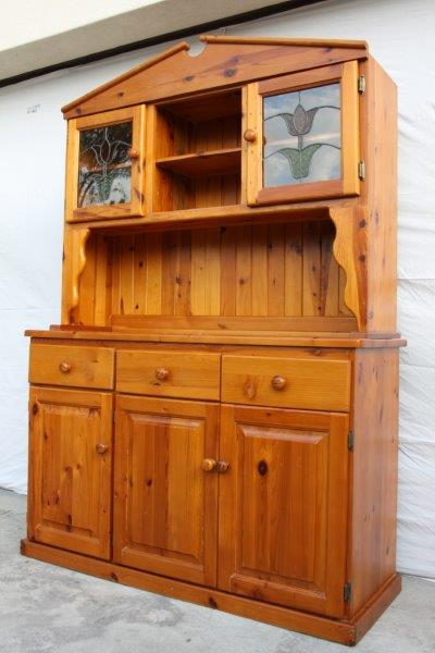Cabinets exquisite oregon welsh dresser w lead glass for Amazing hand carved doors