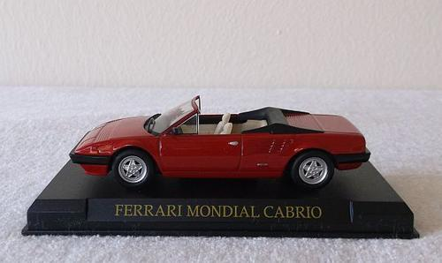 road 1 43 ferrari mondial cabrio die cast model on stand awesome details. Black Bedroom Furniture Sets. Home Design Ideas